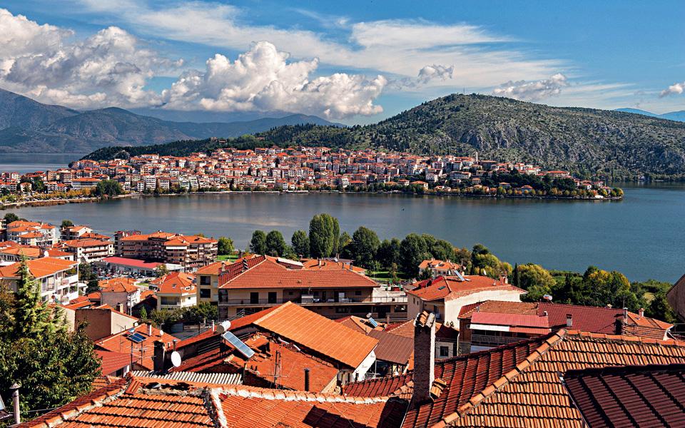 Lockdown στην Καστοριά, στο «πορτοκαλί» Θεσσαλονίκη, Βοιωτία, Λάρισα και Σέρρες