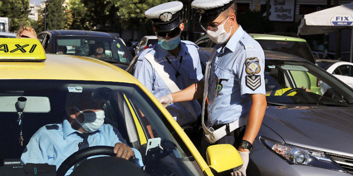 Μάσκα στο αυτοκίνητο: Βροχή τα πρόστιμα -Προσοχή, δεν αρκεί μόνον η χρήση, αλλά και να τη φοράμε σωστά