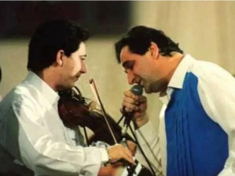 Ζήσης Κασιάρας – Ο Βασίλης Καρράς μιλά στο TLIFE για το θάνατο του 53χρονου βιολιστή που υπήρξε στενός συνεργάτης του