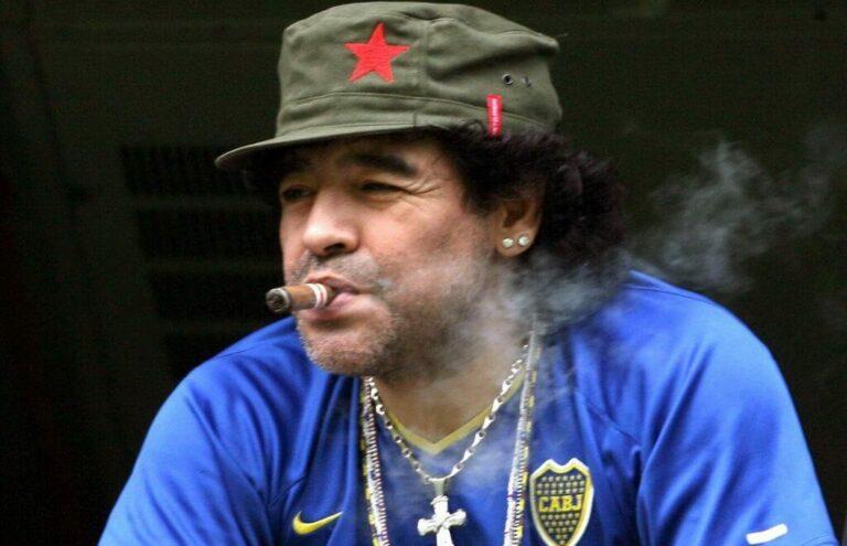 Έφυγε ο κορυφαίος ποδοσφαιριστής όλων των εποχών. Ο μεγάλος Ντιέγκο Αρμάντο Μαραντόνα * Γράφει ο Μάκης Λιοσάτος