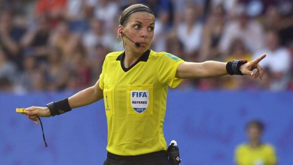 Πρώτη γυναίκα διαιτητής στην Ιστορία του Champions League…