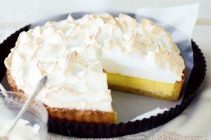 Tάρτα λεμονιού: Το ελαφρύ και δροσιστικό γλυκό που θα σε συνεπάρει