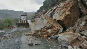 Ηπειρος: Προβλήματα και κατολισθήσεις από τις έντονες βροχοπτώσεις στο επαρχιακό δίκτυο