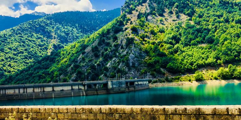 Λίμνη Πλαστήρα: Εκτεταμένες καθιζήσεις στην περιοχή – Αλλοιώθηκε ο πυθμένας