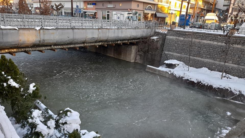 Πολικές θερμοκρασίες στο Νομό Γρεβενών. Πάγωσε ο ποταμός Γρεβενίτης