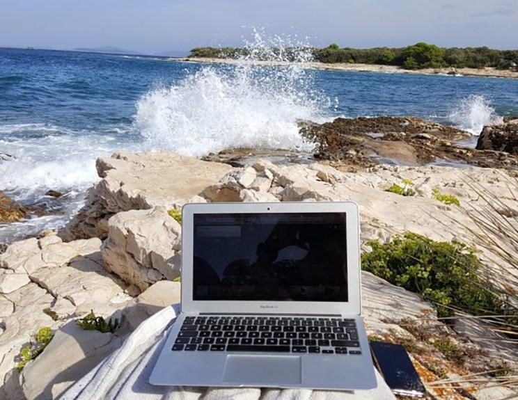 Πώς θα γίνει η Ελλάδα μαγνήτης για «ψηφιακές νομάδες»