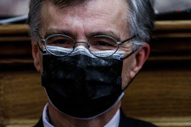 Κοροναϊός: Οι ειδικοί εισηγούνται τη χρήση διπλής μάσκας σε σούπερ μάρκετ και Μέσα Μαζικής Μεταφοράς