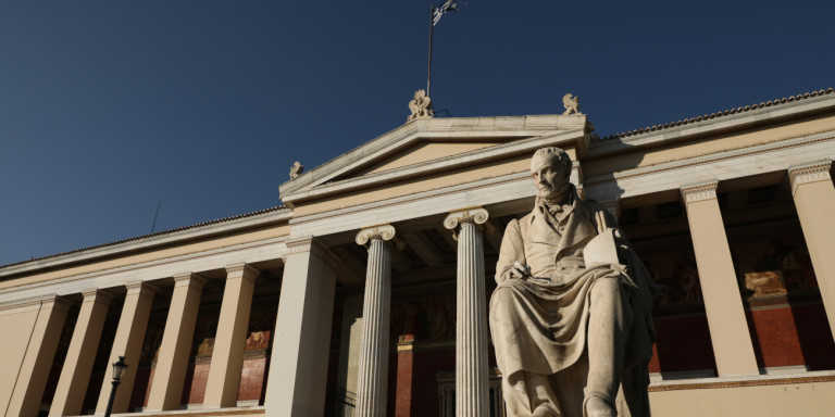 ΑΕΙ: Τι αλλάζει μετά την ψήφιση του νομοσχεδίου- Ελάχιστη βάση εισαγωγής, όριο φοίτησης, φύλαξη