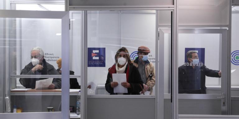 Πάνω από 1 εκατ. πολίτες έκλεισαν ραντεβού για να εμβολιαστούν- Πού χρησιμοποιούνται τα πιστοποιητικά