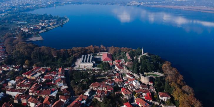 Περιφερειάρχης Ηπείρου: «Πώς οι διακομιδές από την Αλβανία έφεραν το lockdown στα Ιωάννινα»