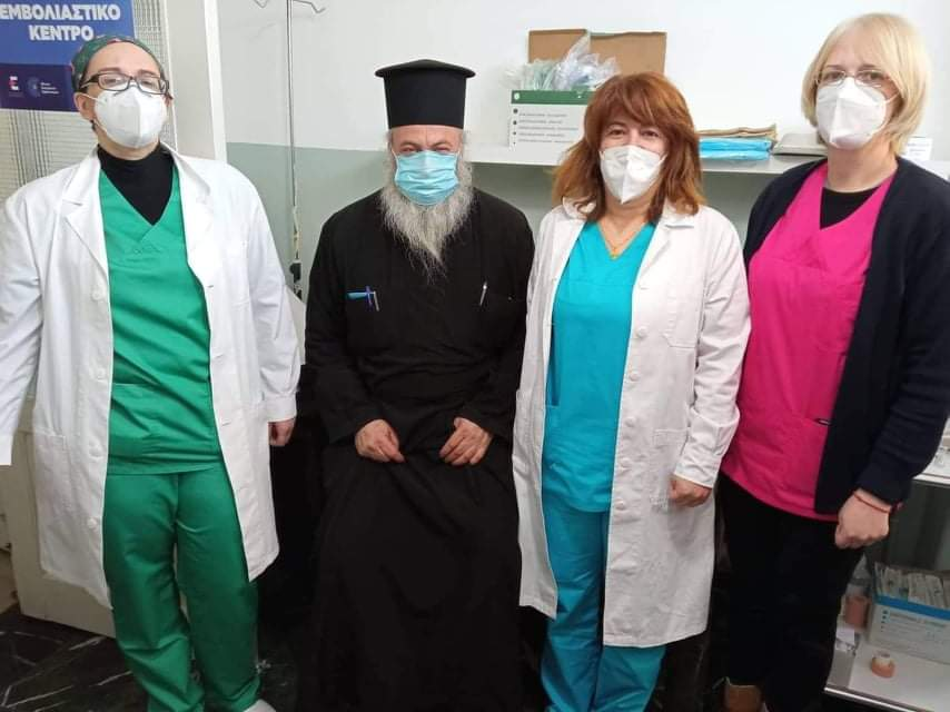 Γρεβενά: Ξεκίνησαν απο σήμερα οι εμβολιασμοί ηλικίας 60-64 ετών. Ο πρώτος Γρεβενιώτης που εμβολιάστηκε στη Σιάτιστα είναι ο παπα-Θύμιος Καραπούλιος