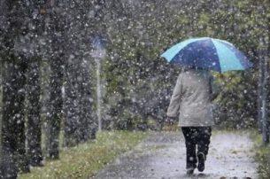 Συνεχίζεται και σήμερα η κακοκαιρία: Καταιγίδες, χιόνια και σκόνη