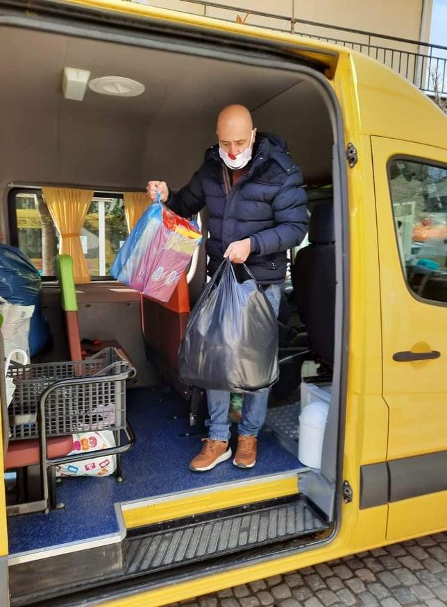 Ο παιδικός Σταθμός Χιονάτη και το Κδαπ το Παιχνιδαγωγειο των Νάνων παρέδωσαν τα τρόφιμα για τους σεισμόπληκτους της Ελασσόνας !!!  (φωτογραφίες)