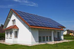 Τέλη Απριλίου η έναρξη κατασκευής του mega – φωτοβολταϊκού 200 MW της ΔΕΗΑΝ στην Πτολεμαίδα – Έως τον Αύγουστο το κοινό σχήμα με RWE