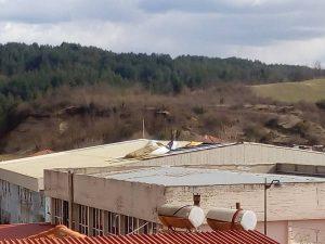 Δυνατός αέρας ξήλωσε την σκεπή του κλειστού κολυβμητηρίου Γρεβενών (Φωτογραφιες)