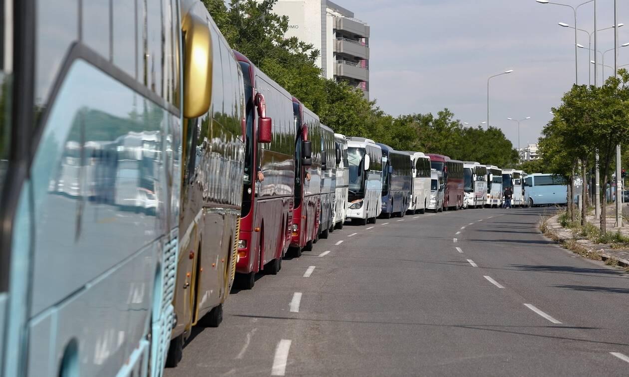 Έως 31/5 η κατάθεση πινακίδων για τουριστικά λεωφορεία και τρένα
