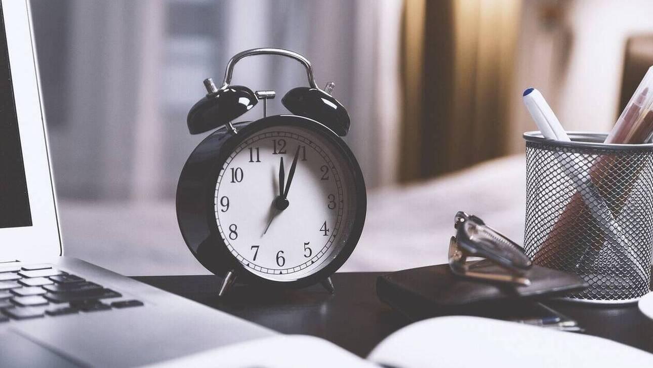 Άλλαξε σήμερα η ώρα – Μια ώρα μπροστά οι δείκτες των ρολογιών