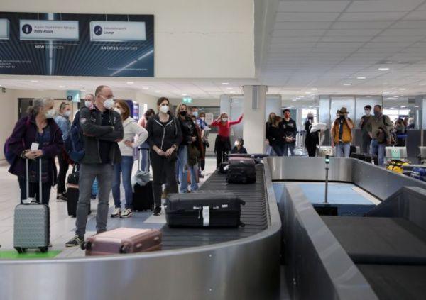 «Πράσινο διαβατήριο» για τουρισμό – Τι συμφώνησαν Ελλάδα και άλλες 12 χώρες της ΕΕ
