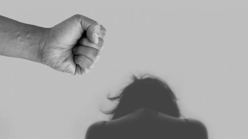 «Πώς να χτυπήσεις μια γυναίκα χωρίς να το ξέρει κανείς»: Η φράση, που αναζητήθηκε 163 εκατ. φορές στο Google