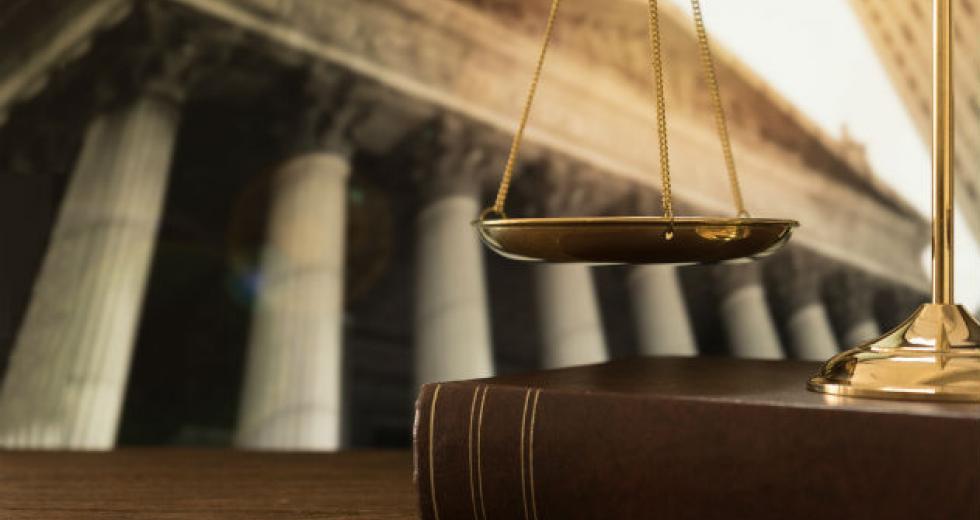 Στα κάγκελα οι δικηγορικοί σύλλογοι για την έκδοση συντάξεων