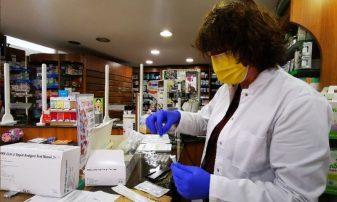 Στα φαρμακεία τα self test, αντίστροφη μέτρηση για τα Λύκεια -Πώς θα δηλώνονται τα αποτελέσματα, όλη η διαδικασία (Βίντεο)