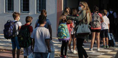 Σχολεία : Πώς ανοίγουν τα Λύκεια τη Δευτέρα – Πώς θα γίνονται τα self test – Γιατί διαφωνεί με το άνοιγμα ο Τσιόδρας