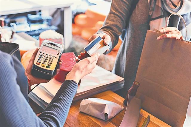 Φορολογικές δηλώσεις: Ποιοι γλιτώνουν, ποιοι πληρώνουν για τις e-αποδείξεις