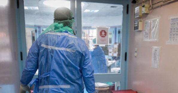 Κορωνοϊός: 2.293 κρούσματα, 53 θάνατοι, 642 διασωληνωμένοι