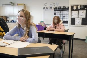Αμερικανικά CDC: Η μάσκα θα πρέπει να εξακολουθήσει να χρησιμοποιείται στα σχολεία φέτος