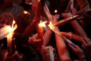 Η υποδοχή του Αγίου Φωτός με τη δέουσα σεμνότητα