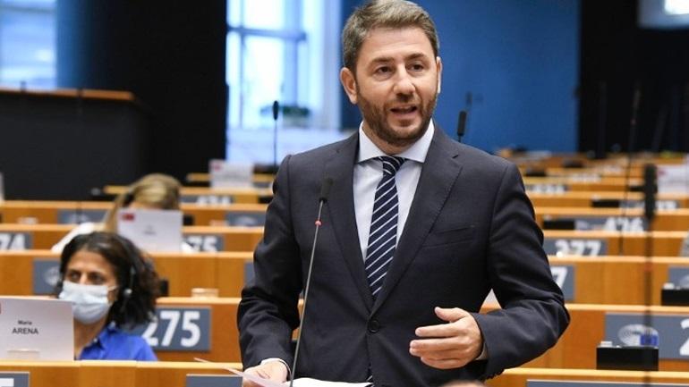 Η κυβέρνηση πρέπει να ενημερώσει τη διεθνή κοινή γνώμη ποιοι είναι οι επιβάτες που συμμετείχαν στην απαγωγή του αντιφρονούντα δημοσιογράφου Ρομάν Πρατάσεβιτς *του Νίκου Ανδρουλάκη