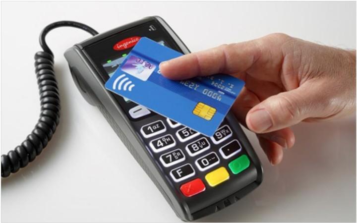 «Έκρηξη» για τις ανέπαφες συναλλαγές- Μέχρι και για πληρωμές 50 λεπτών