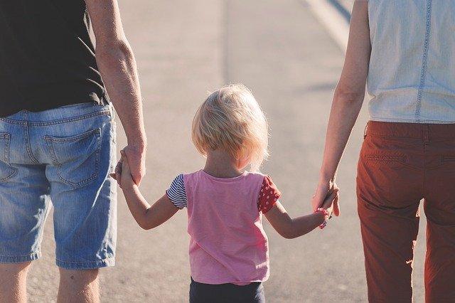 Αναδοχή παιδιών – Αύξηση των επιδομάτων και διεύρυνση των ηλικιακών ορίων