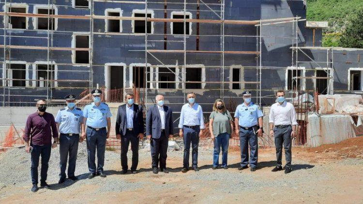 Τα υπό κατασκευή Αστυνομικά Μέγαρα Καστοριάς και Γρεβενών επισκέφθηκε ο Γ.Γ. του Υπουργείου Προστασίας του Πολίτη Κωνσταντίνος Τσουβάλας