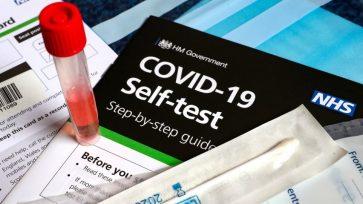 Παραλαβή self test από τα φαρμακεία: Δευτέρα και Τετάρτη μόνο σε εκπαιδευτικούς και μαθητές -Τι ισχύει για τους άλλους κλάδους