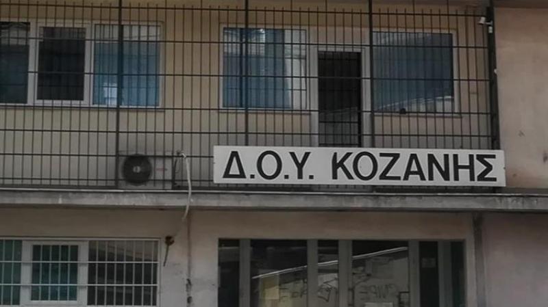 Κατακραυγή στα δικαστήρια για τον δολοφόνο με το τσεκούρι στη ΔΟΥ Κοζάνης – Βίντεο