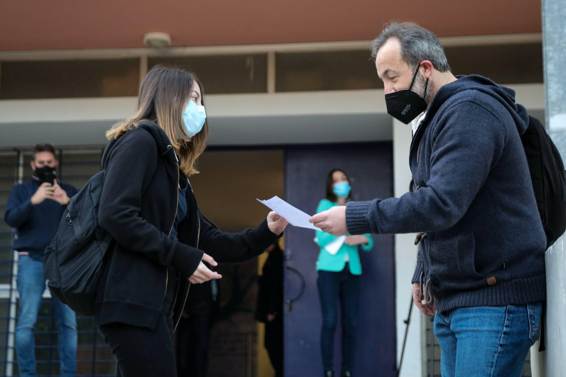 Πανελλαδικές: Ξεκινούν αύριο οι εξετάσεις -Με μάσκες για τους υποψηφίους, τι θα ισχύσει