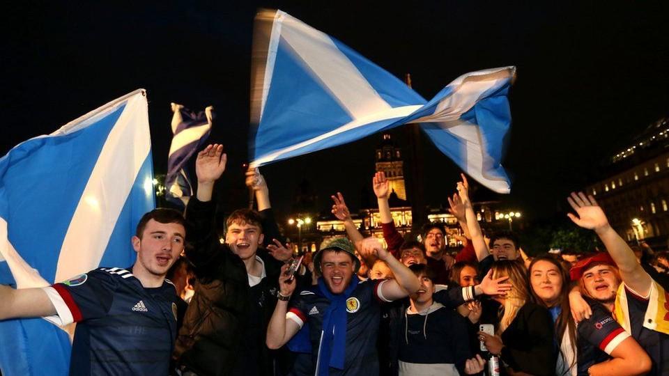 Oι πιο ωραίοι… είναι οι Σκωτσέζοι * Γράφει ο Μάκης Λιοσάτος