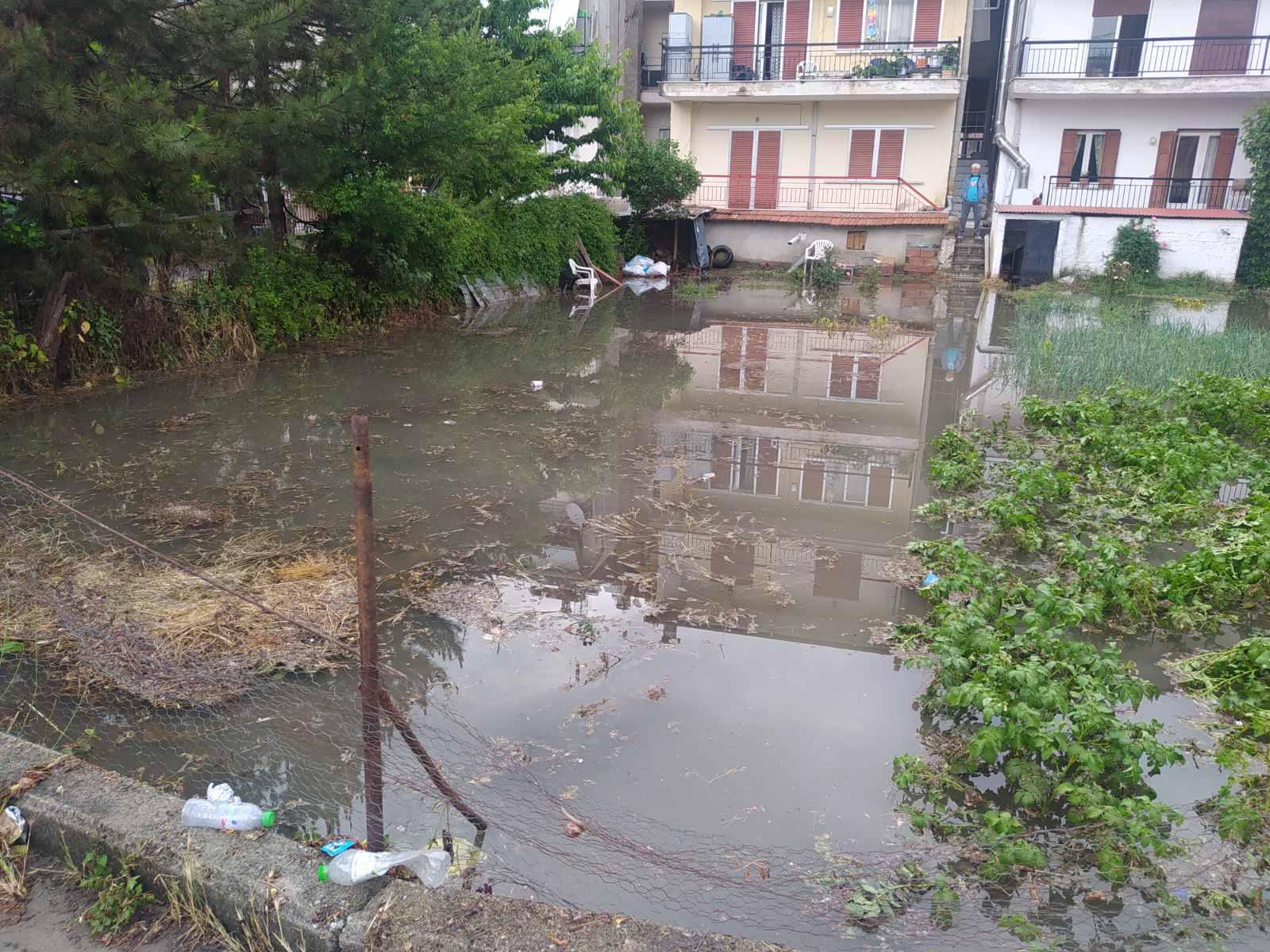 Πλημμύρισε η πόλη των Γρεβενών – Βουλωμένα όλα τα φρεάτια της πόλης ( φωτογραφίες)