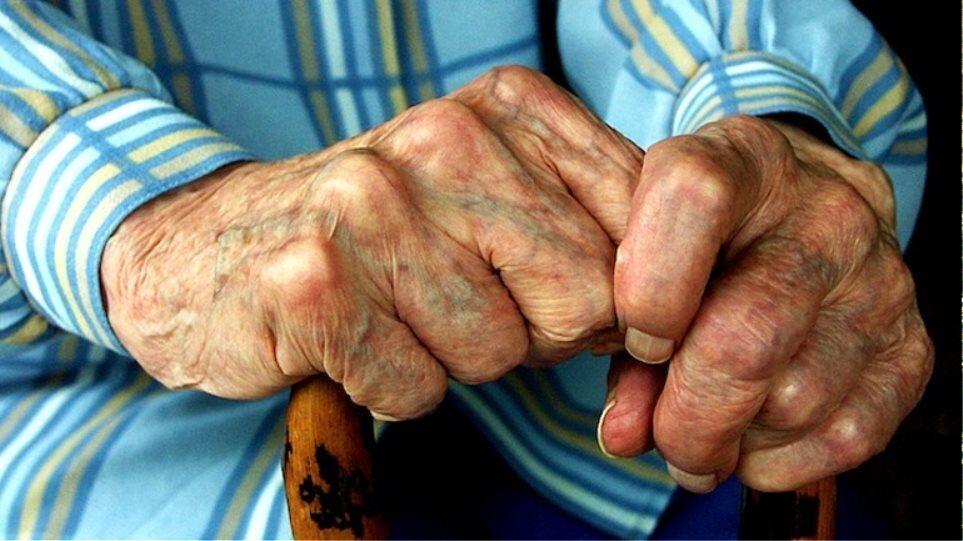 Τρίκαλα: 91χρονος μήνυσε πρώην τραπεζικό υπάλληλο για υπεξαίρεση 500.000 ευρώ