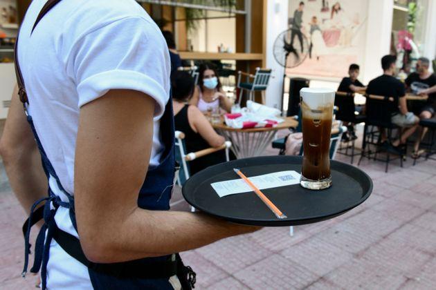 Τι ισχύει για τα δυο υποχρεωτικά τεστ στους εργαζόμενους σε τουρισμό-εστίαση
