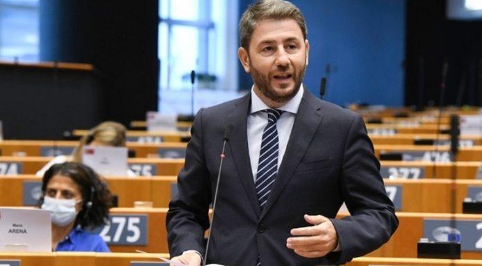 Νίκος Ανδρουλάκης: Το εμβολιαστικό πρόγραμμα τείνει να φρενάρει επικίνδυνα