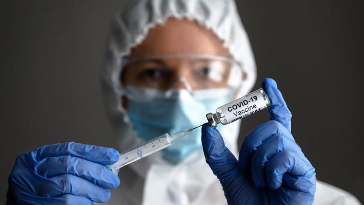 Εντονη ανησυχία από την αύξηση 76% των κρουσμάτων σε μια εβδομάδα- Στοίχημα οι εμβολιασμοί