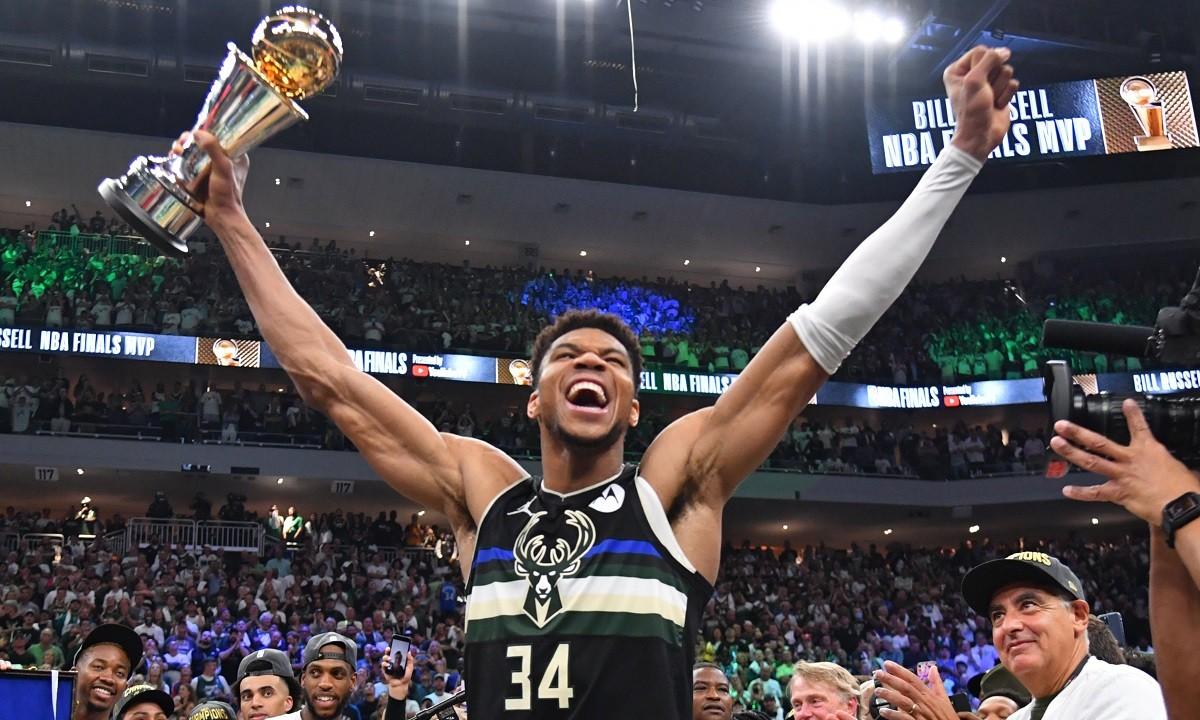 NBA: Ο Γιάννης Αντετοκούνμπο στην κορυφή του κόσμου