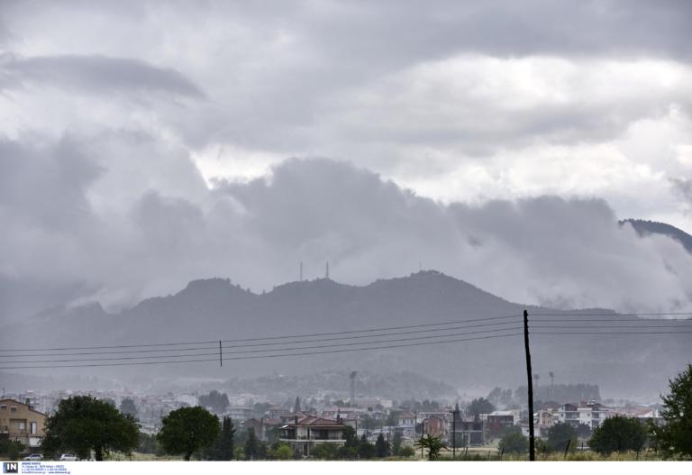 Αλλάζει το σκηνικό του καιρού -Νεφώσεις και τοπικές βροχές μετά τον καύσωνα