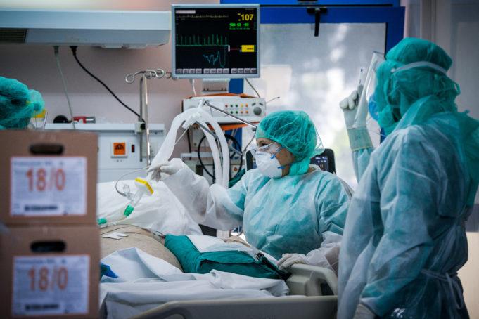 Σήμα κινδύνου από τους ειδικούς για την αύξηση των εισαγωγών στα νοσοκομεία