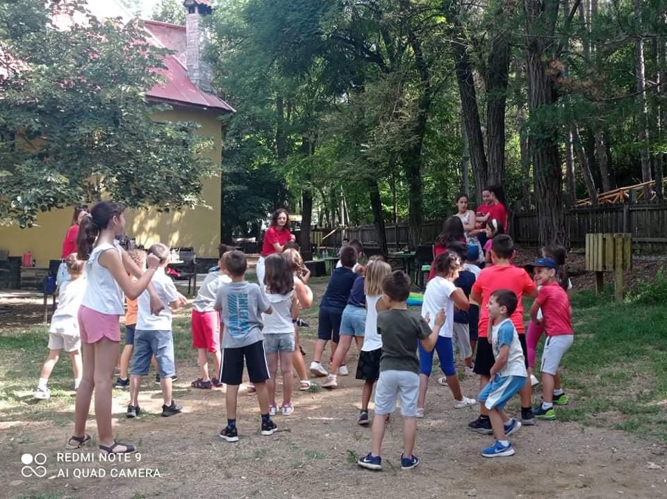 Το ΚΔΑΠ το Παιχνιδαγωγείο των νάνων σε γιορτινή διάθεση στο Καστράκι Γρεβενών