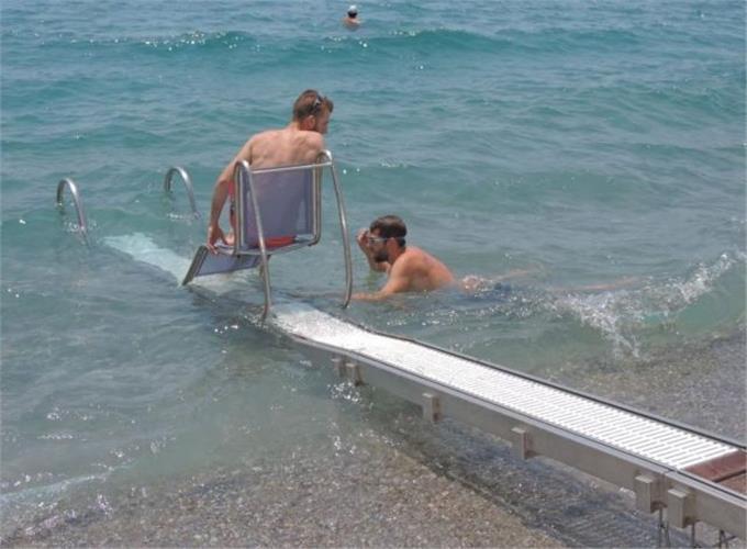 Ράμπες με μηχανισμό μετακίνησης των ΑμεΑ,στις παραλίες της Κορωνησίας