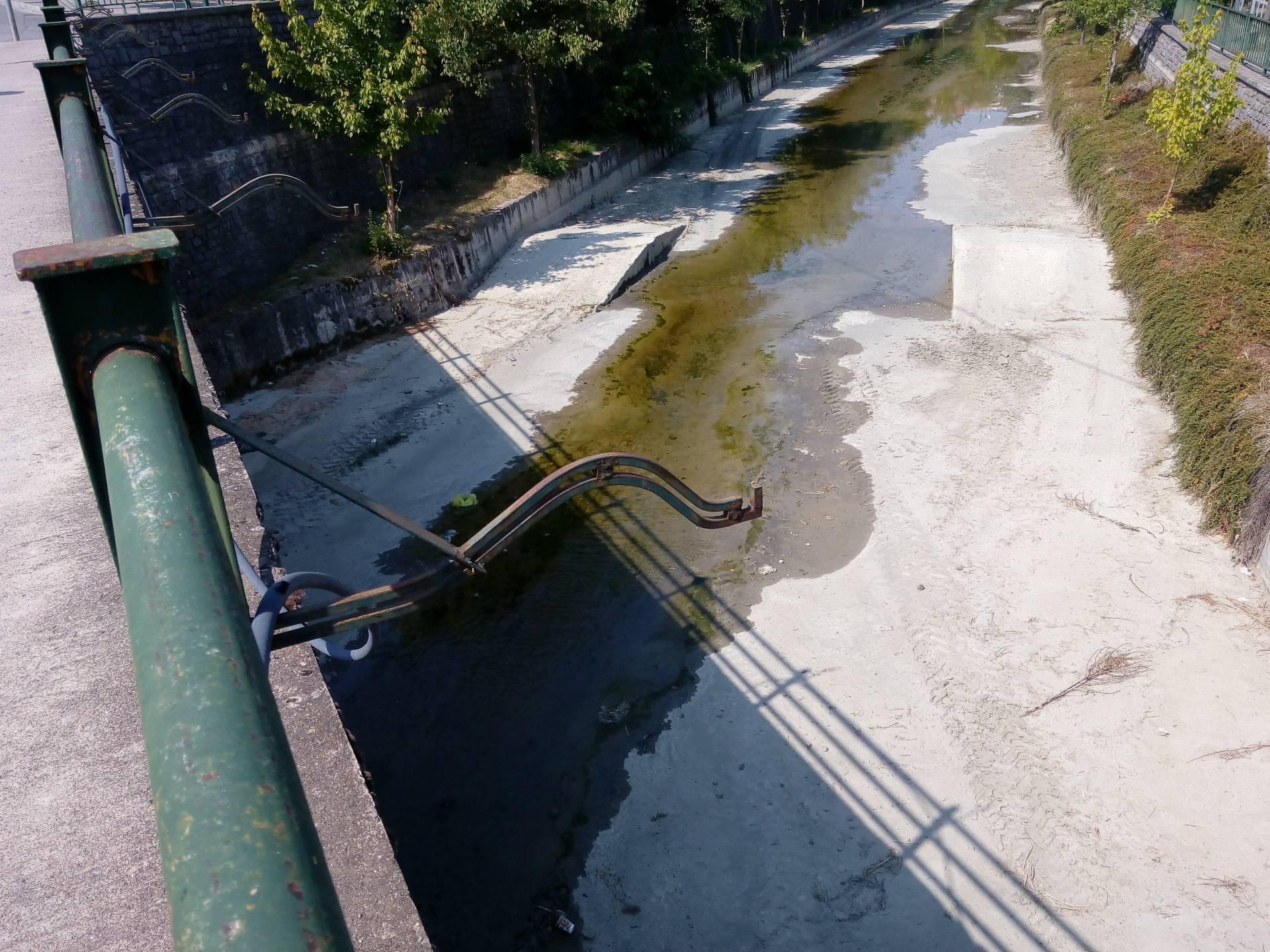 Έτοιμος να στερέψει και ο ποταμός Γρεβενίτης… (Φωτογραφίες)