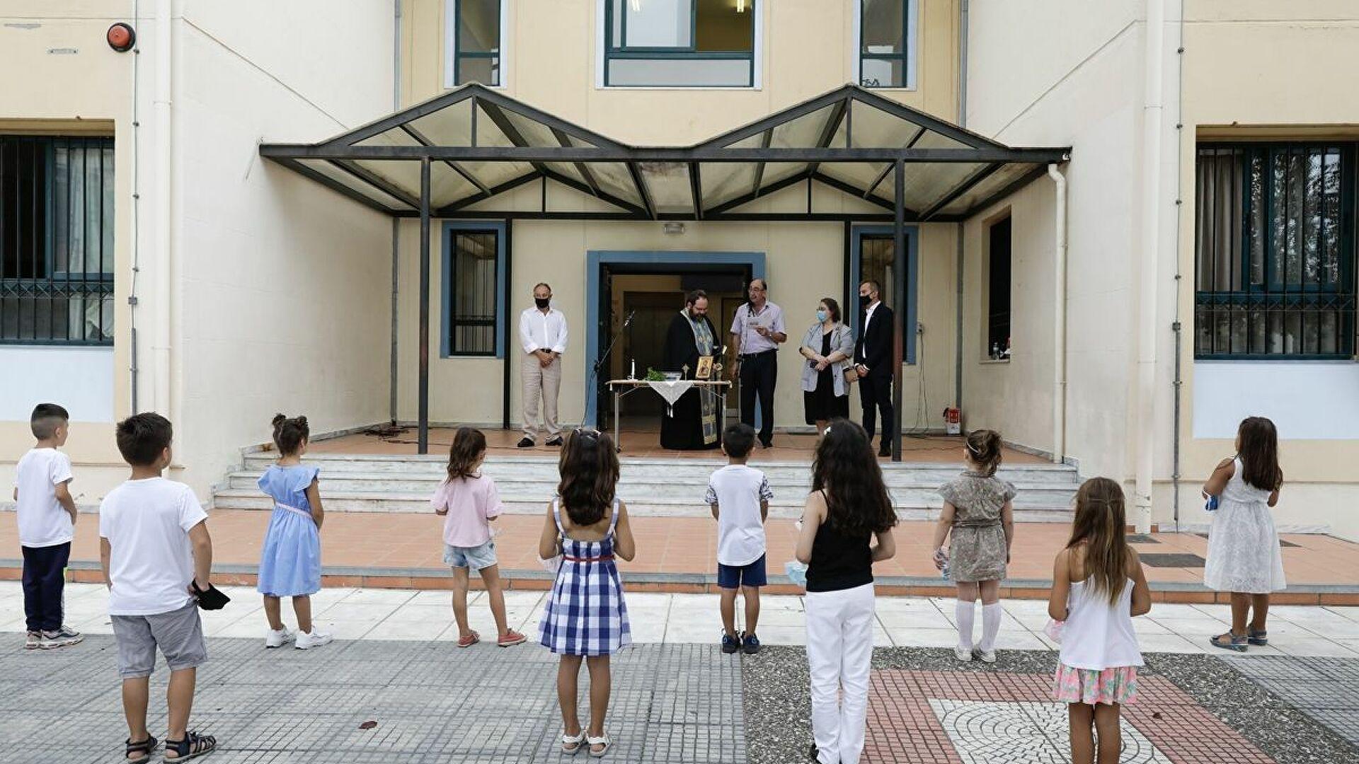 Άνοιγμα σχολείων: Πώς θα γίνει ο αγιασμός – Η εγκύκλιος του υπουργείου Παιδείας